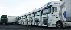 Großer Hofbestand an gebrauchte LKW und Auflieger