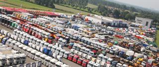 Grote voorraad trucks en trailers