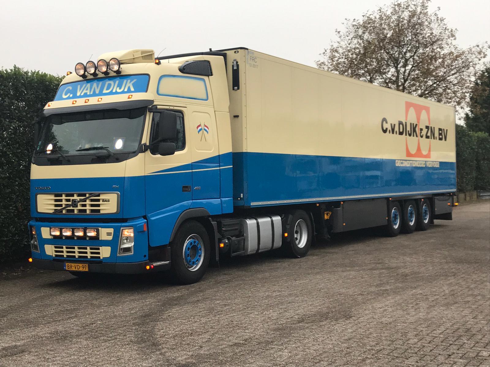 C. van Dijk rijdt...