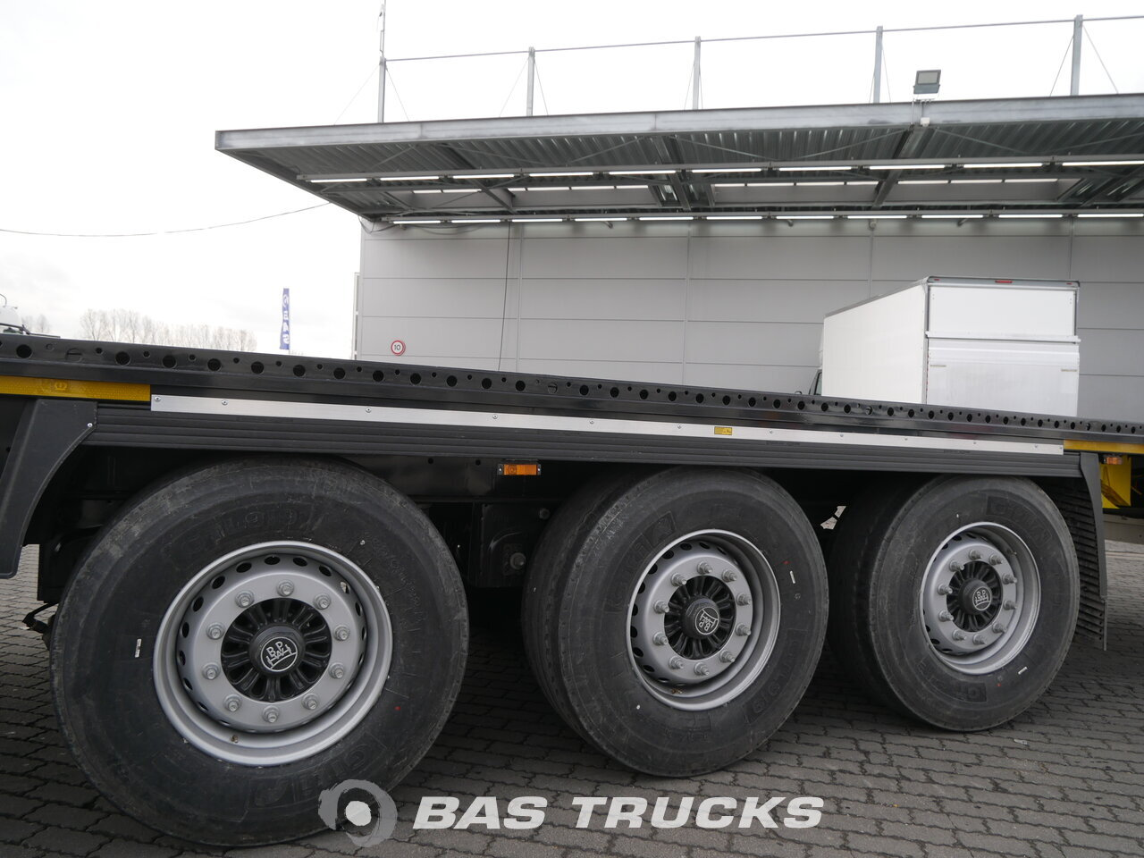 photo of New Semi-trailer Krone Lenkachse Liftachse SD Axels