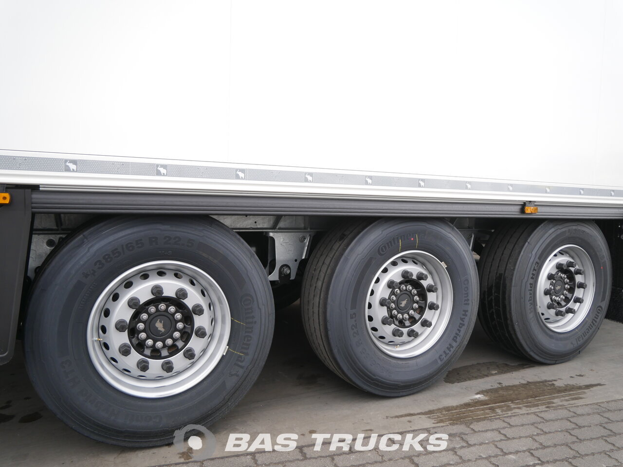 photo of New Semi-trailer Schmitz SCB*S3B NEW UNUSED Carrier Vector 1550 Liftachse Axels