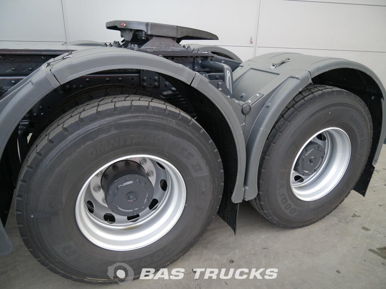 photo de Nouveau Tracteur IVECO Trakker HI-Land AD720T42 6X4