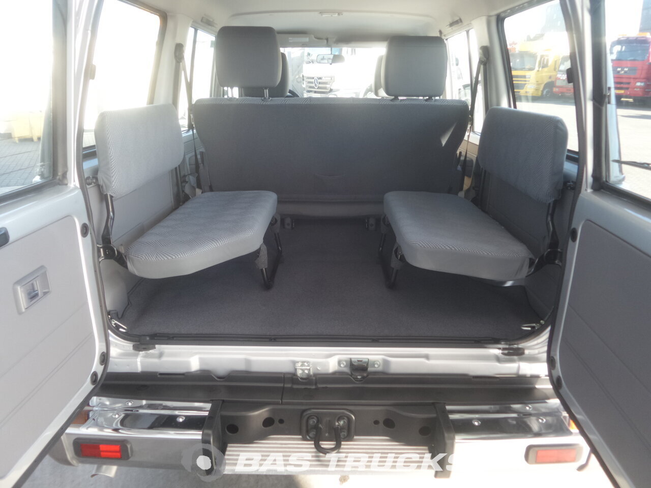 photo de Nouveau Voiture Toyota Landcruiser HZJ76 L 4.2 LX 4x4 NEW 9 Seats, Winch