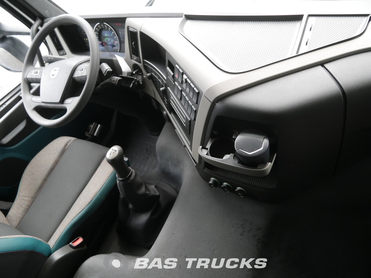 Fénykép: Novo Kamion Volvo FM 400 8X4