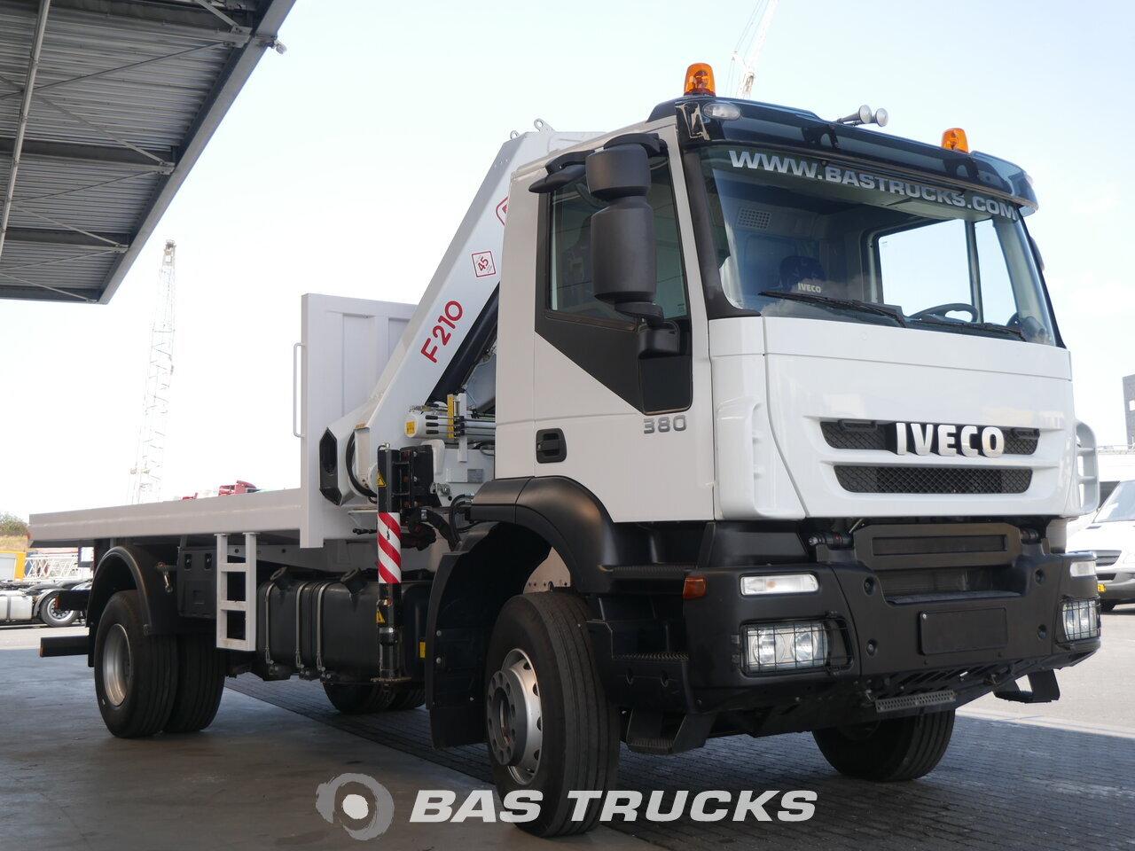 foto di Nuovo Motrice IVECO 380 4X2