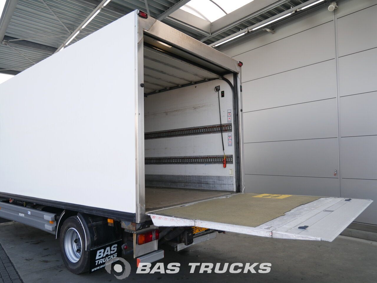 photo de Occasion Camion Mercedes Atego 1218 L 4X2 2004