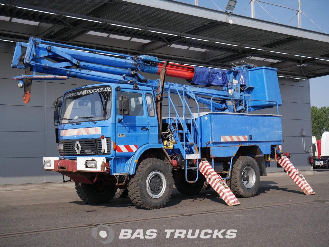 photo de Occasion Camion Renault S170 Platform truck, Arbeitsbuhne 4X4 1991