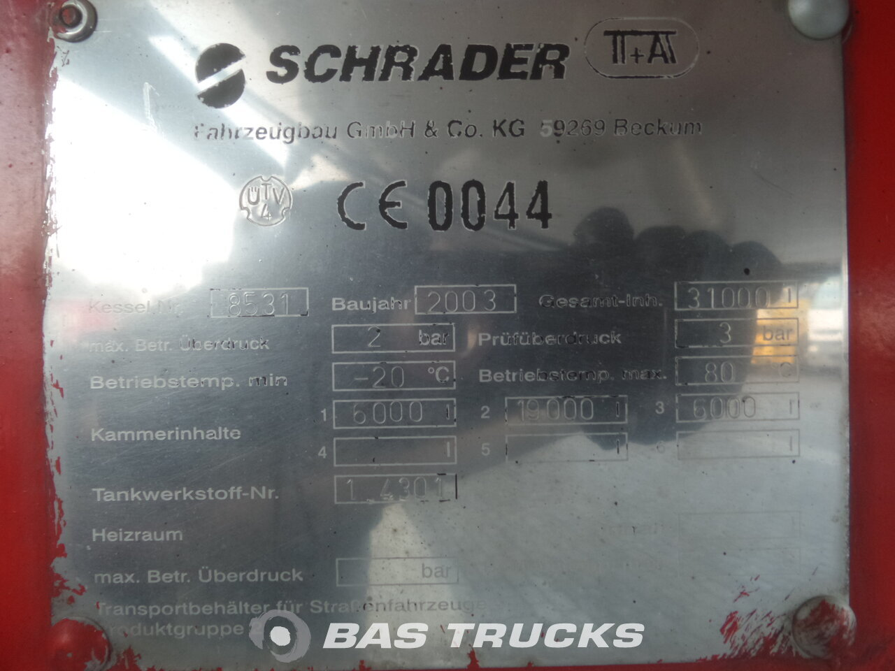 photo de Occasion Semi-remorques Schrader 31.000 Ltr / 3 / 2x Liftachse / Heizung 3 Essieux 2003