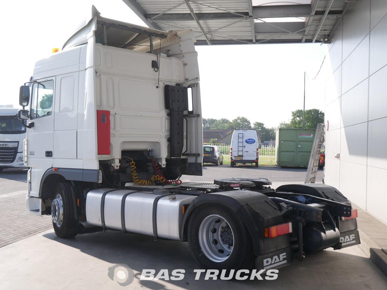 foto de Usado Cabeza tractora DAF XF105.460 4X2 2011