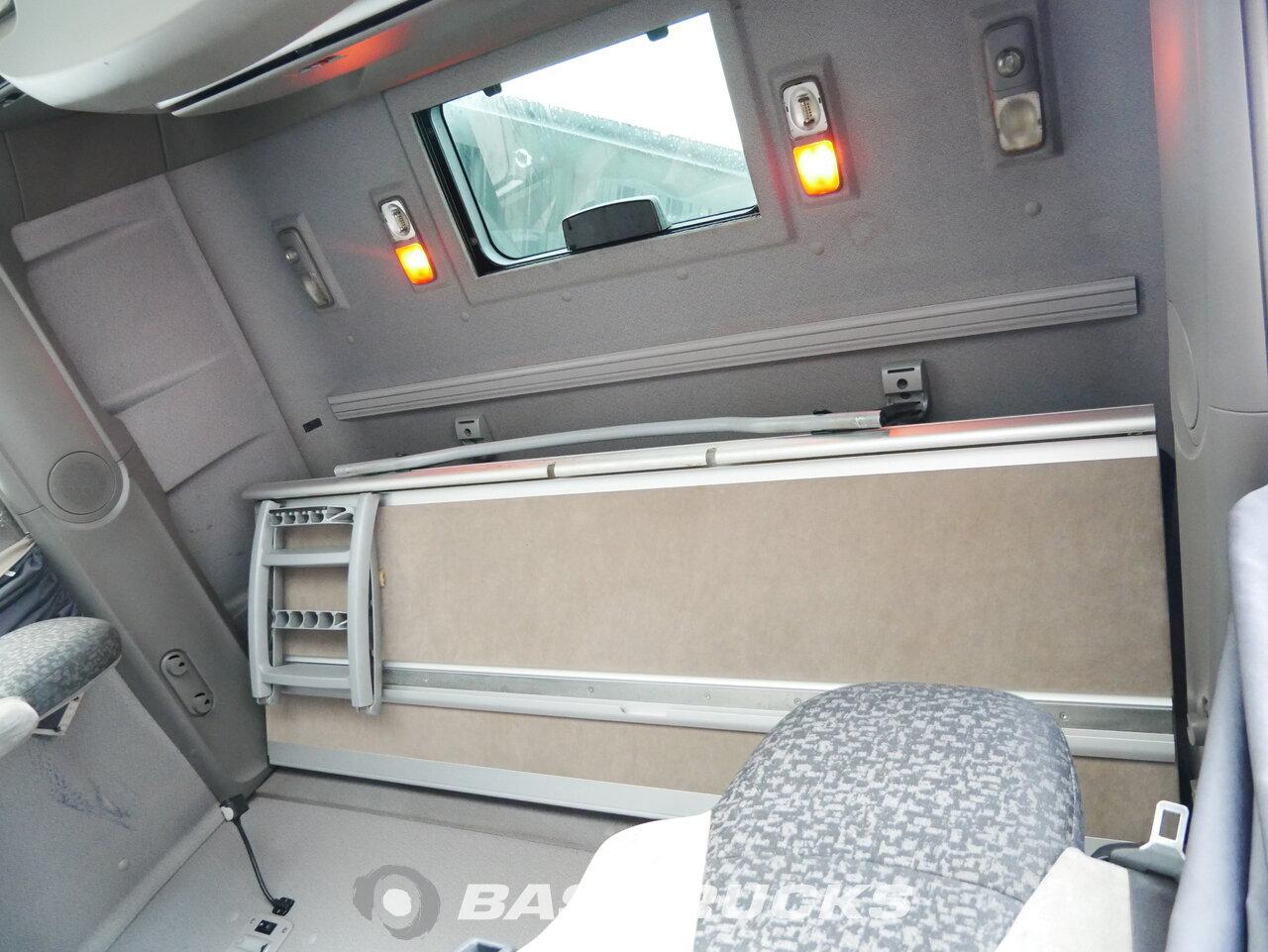 foto de Usado Cabeza tractora DAF XF105.460 SSC RHD 4X2 2008