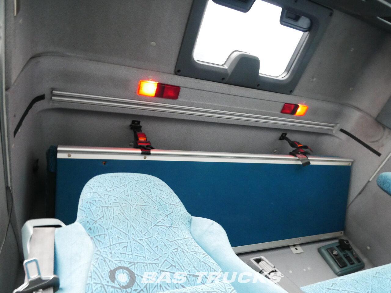 foto de Usado Cabeza tractora DAF XF95.430 4X2 2004