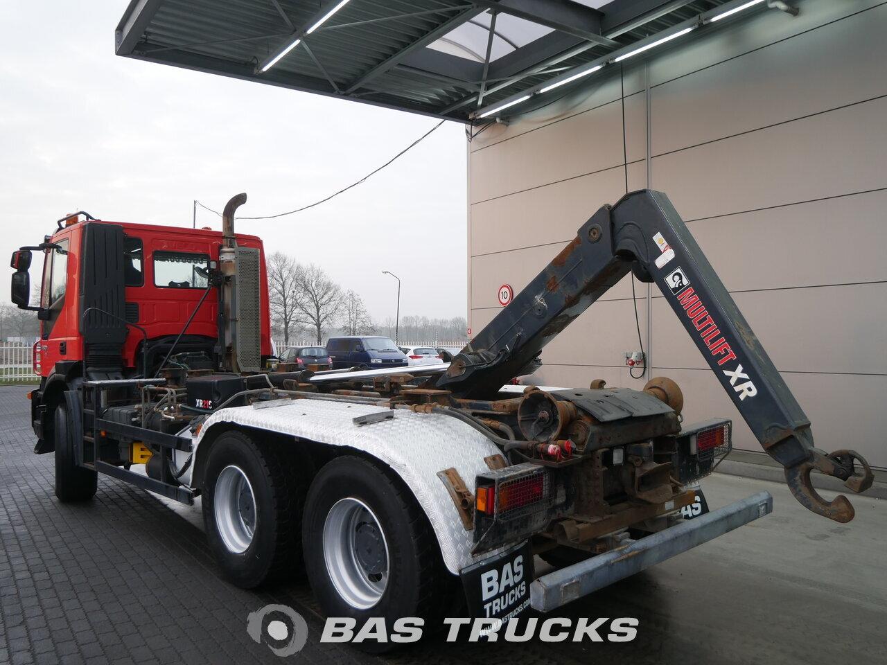foto de Usado Camiones IVECO Trakker AD260T45 6X4 2009