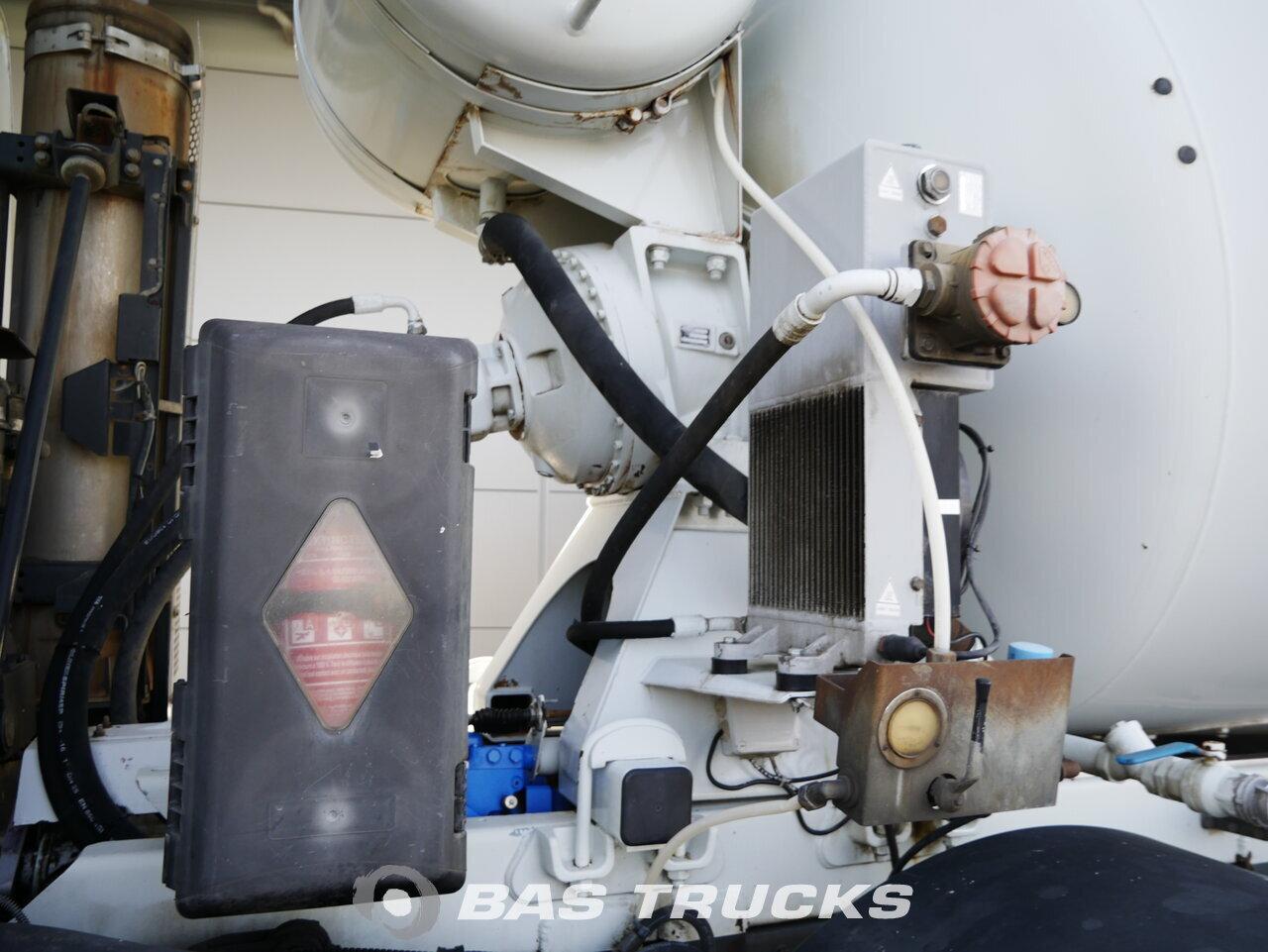 foto de Usado Camiones IVECO Trakker AD320T41 8X4 2013