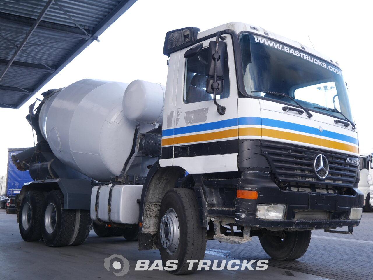 foto de Usado Camiones Mercedes Actros 3331 B 6X4 2001