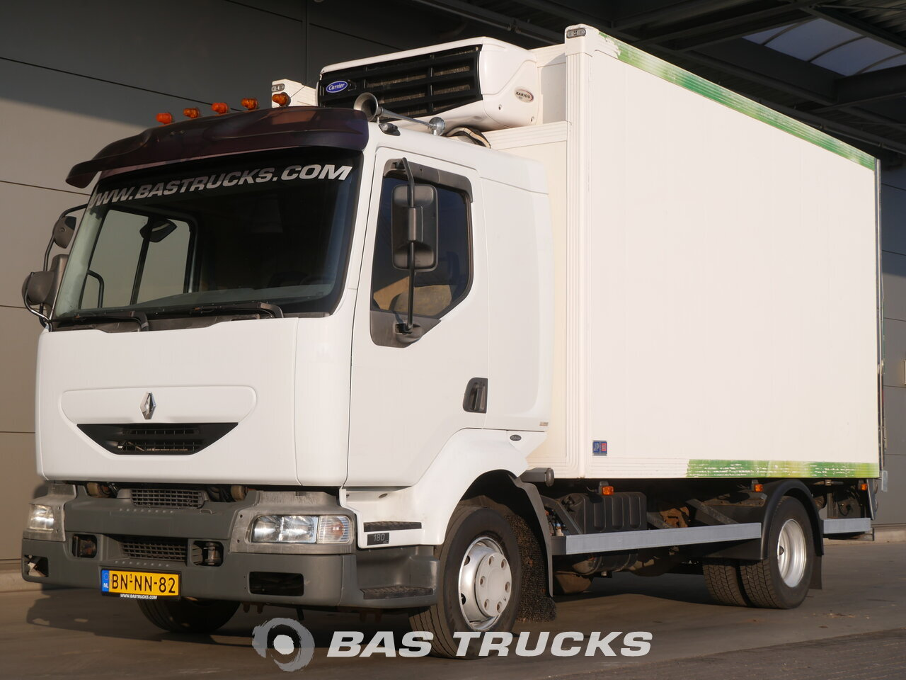 foto de Usado Camiones Renault Midlum 180 dCi 4X2 2003