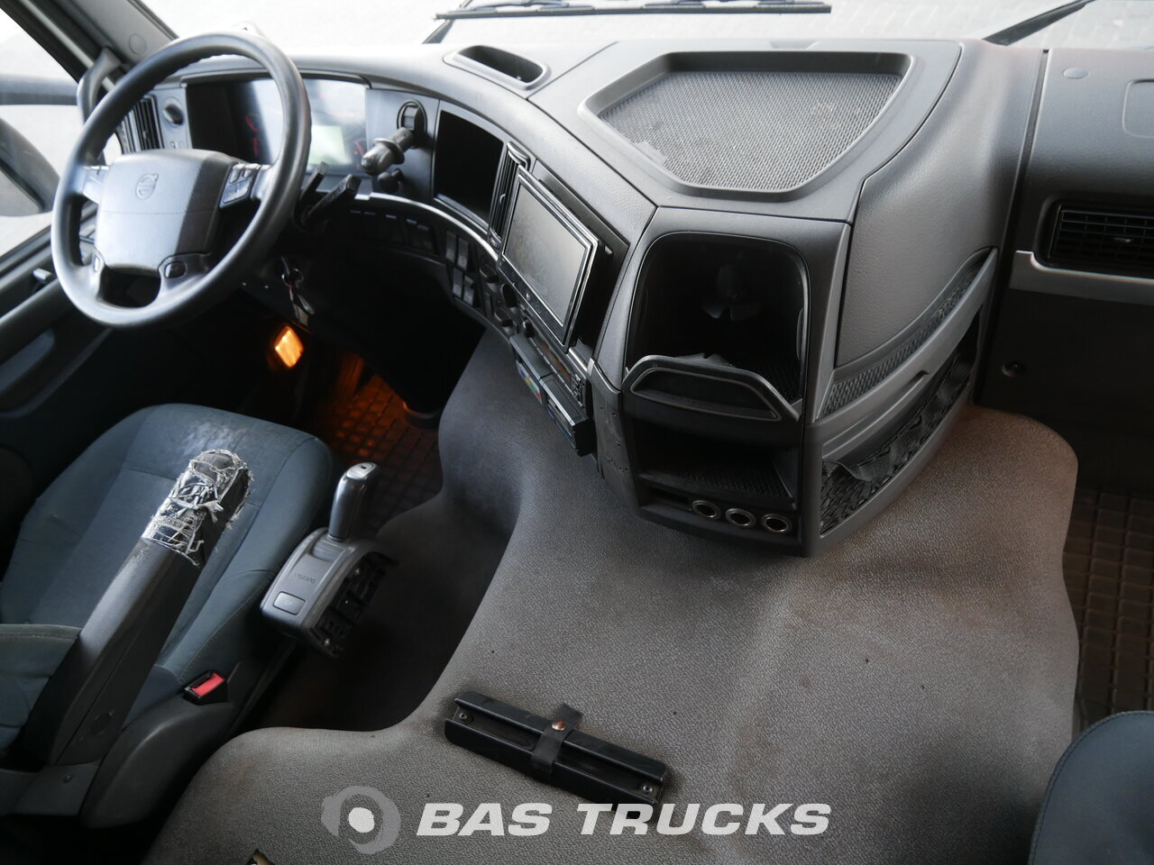 foto de Usado Camiones Volvo FM 330 4X2 2011