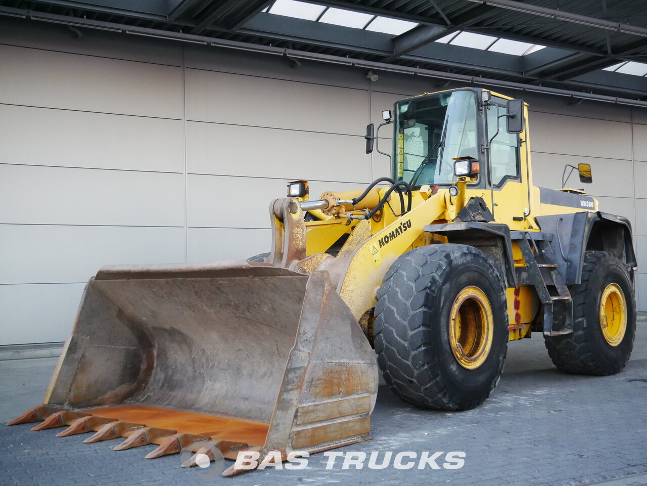 foto de Usado Máquinaria de construcción Komatsu wa 380-3 4X4 2001