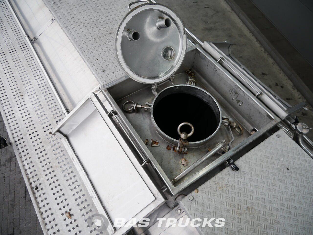foto de Usado Semirremolque Burg Steelsuspension / 28.300 Ltr / BPO 12-24Z Ejes 1984