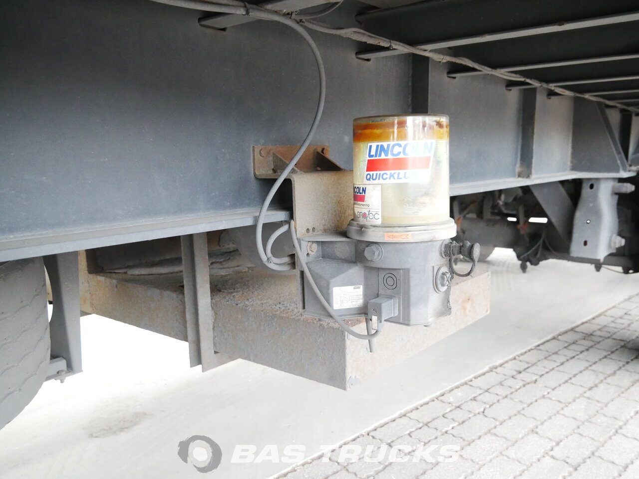 foto de Usado Semirremolque Groenewegen Lenkachse LBW Ladebordwand Hartholz-Boden BPW DRO-12-20 B Ejes 2001