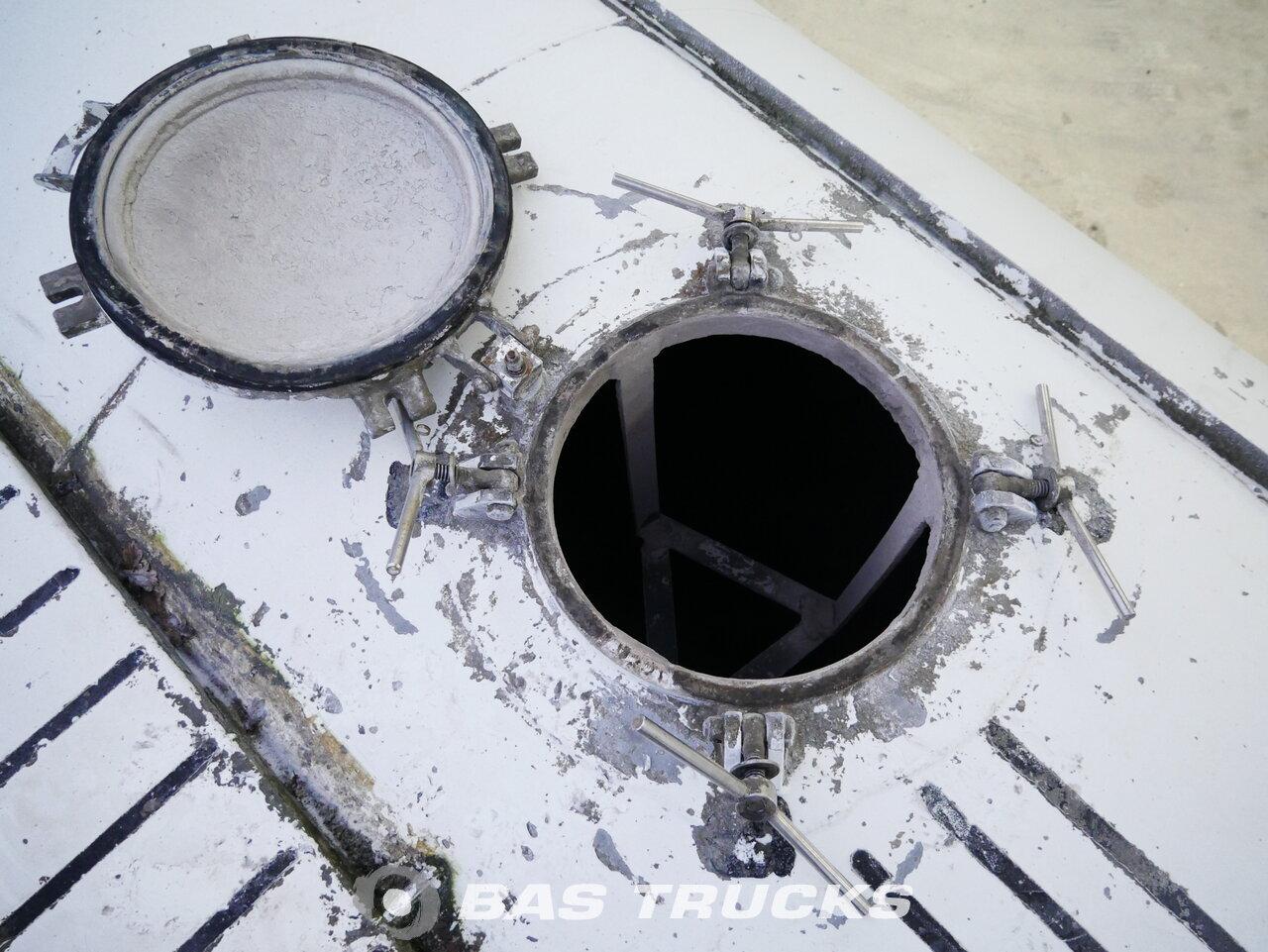 foto de Usado Semirremolque Turbo's HOET 39m3 Cement Silo Liftachse SVMI6.7.39 Ejes 2015