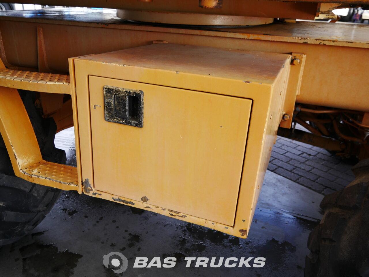 foto di Usato Macchine Movimento Terra Case 688B 1996