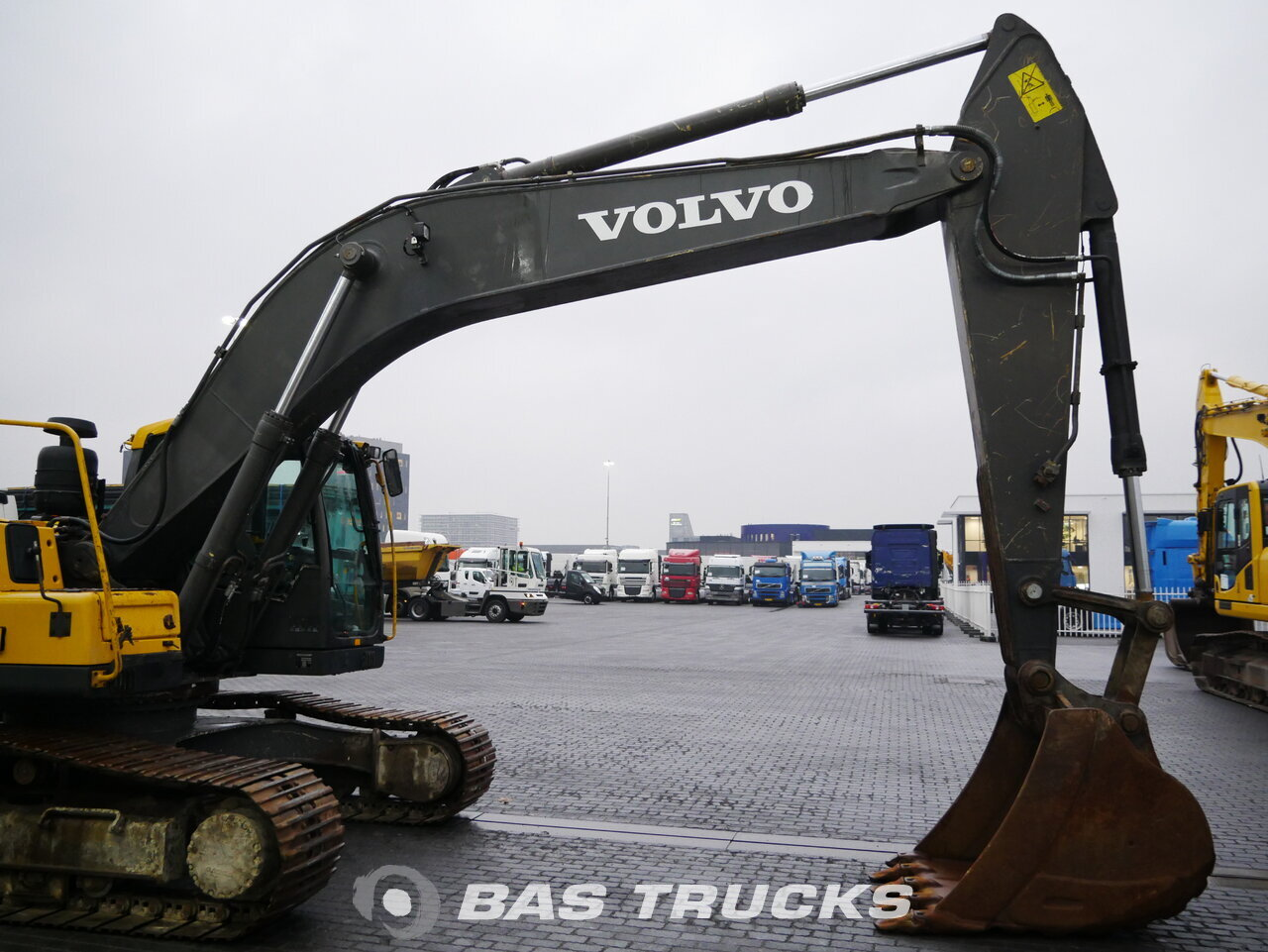 foto di Usato Macchine Movimento Terra Volvo EC240C L Track 2012