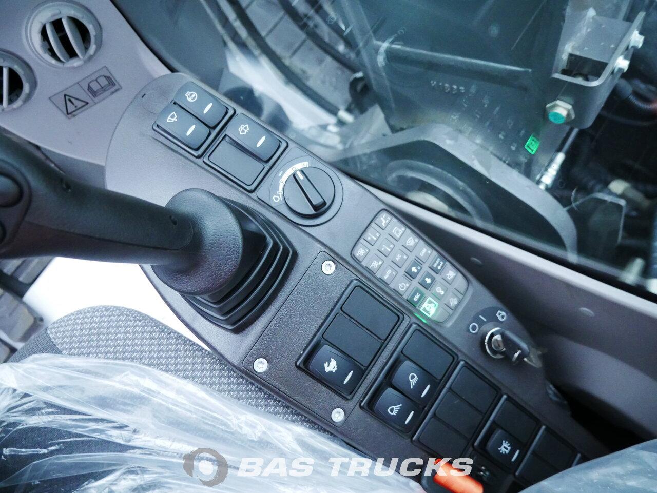 foto di Usato Macchine Movimento Terra Volvo ECR145CL Track 2018