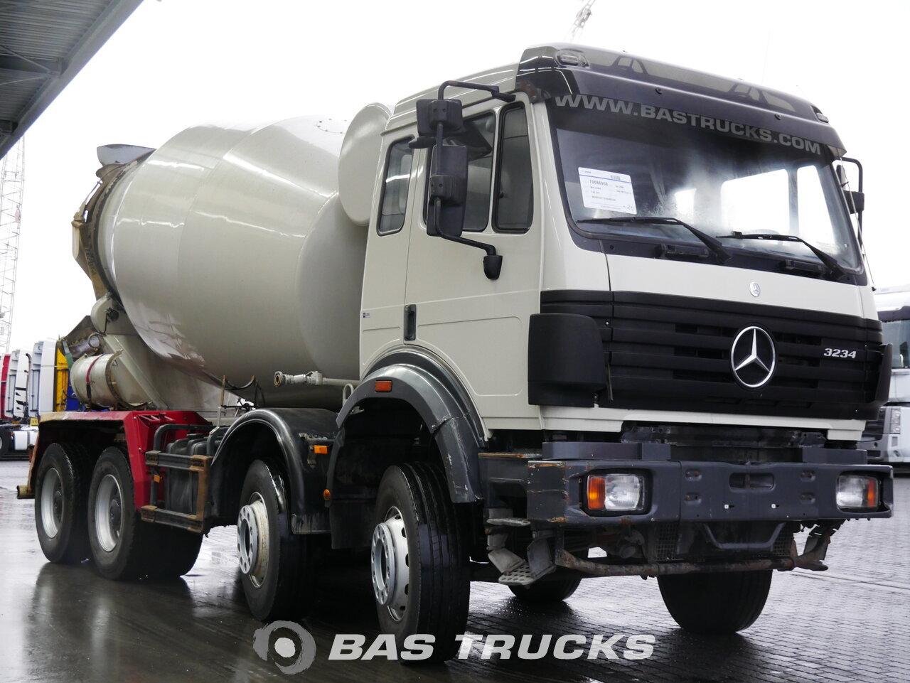 foto di Usato Motrice Mercedes 3234 B 8X4 2000