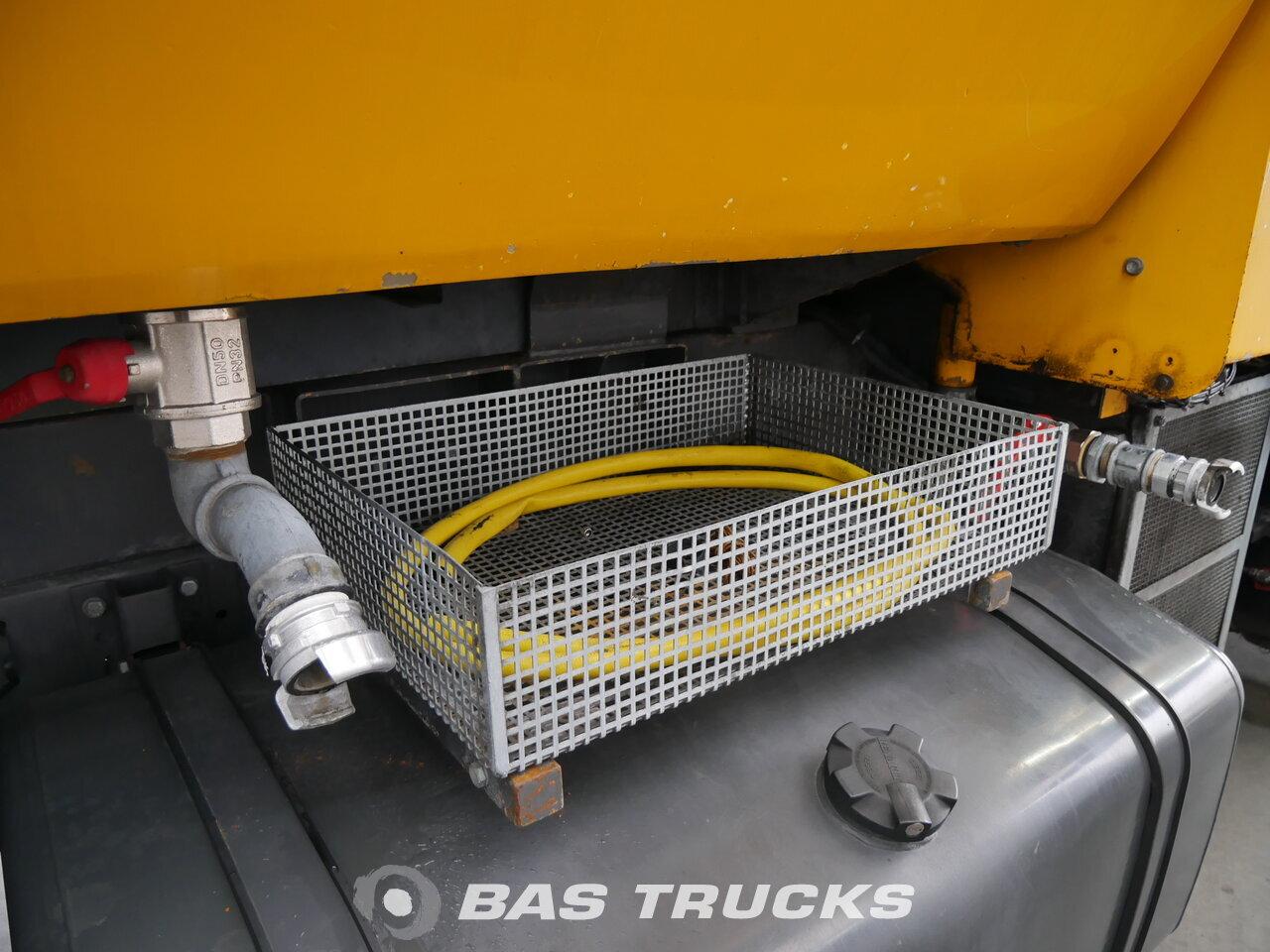 foto di Usato Motrice Renault Runway Cleaner 4X2 1994