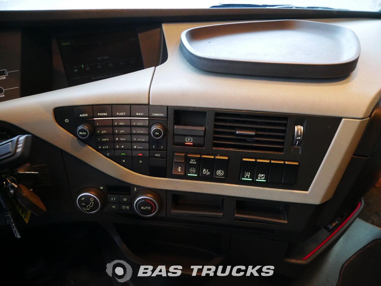 foto di Usato Trattore Volvo FH 460 4X2 2015