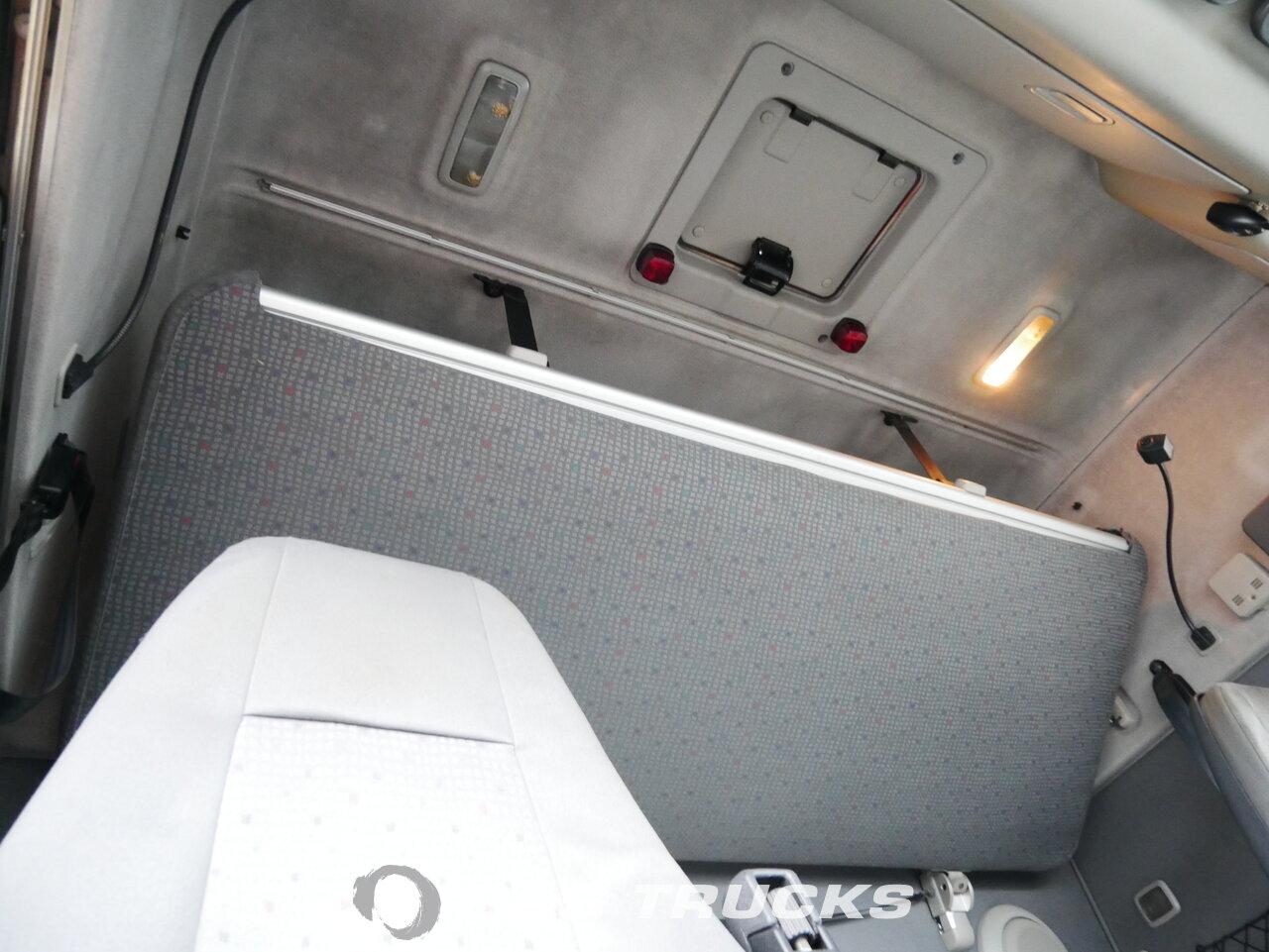 foto di Usato Trattore Volvo FH12 460 4X2 2003