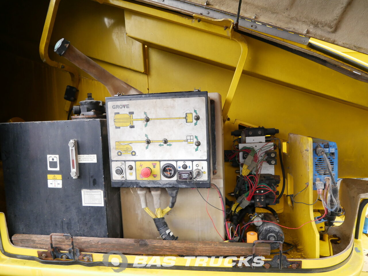 photo of Used Construction equipment Grove T 80 4X4 2000