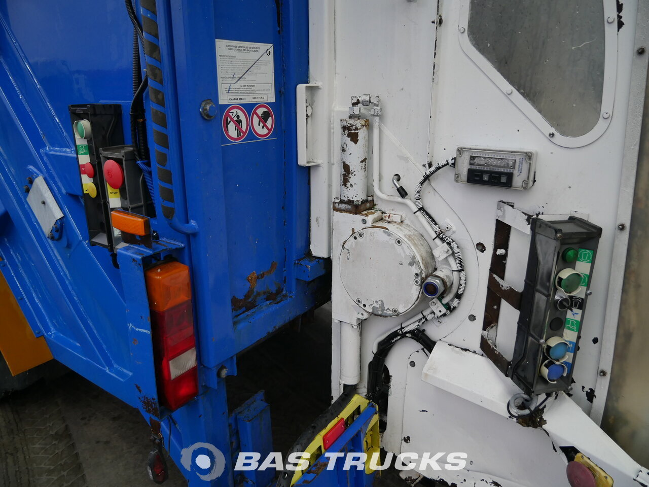 Fénykép: Used Kamion IVECO Eurotech 240E26/PS CNG 6X2 2003