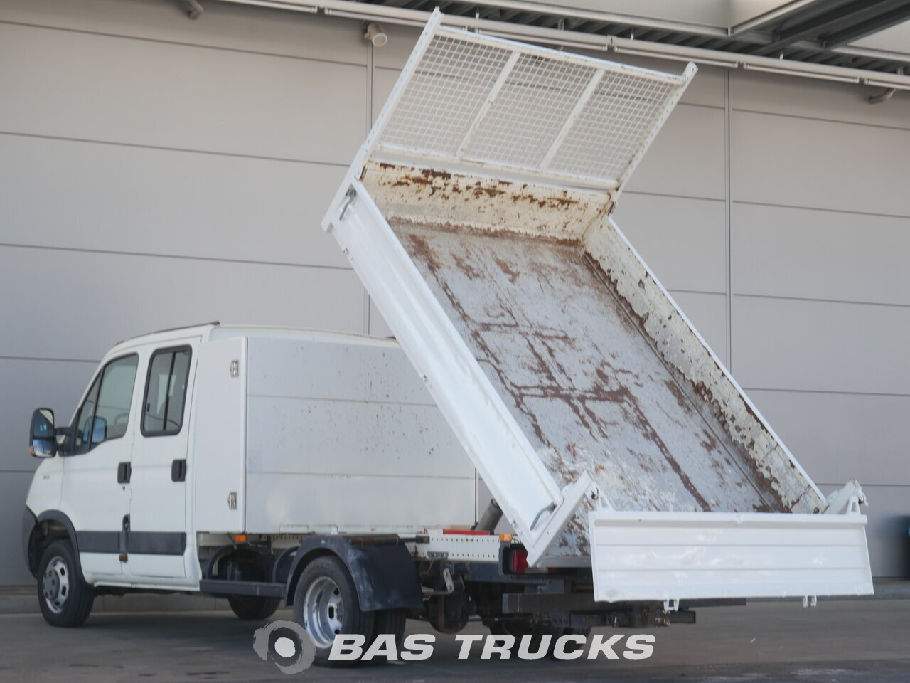 photo of Used Light commercial vehicle IVECO 35C13 2010