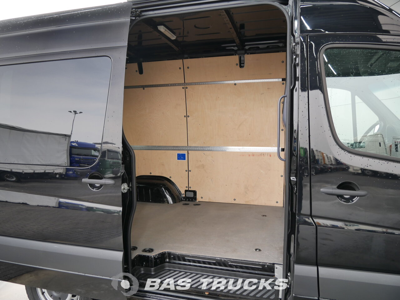 photo of Used Light commercial vehicle Mercedes 213 2013