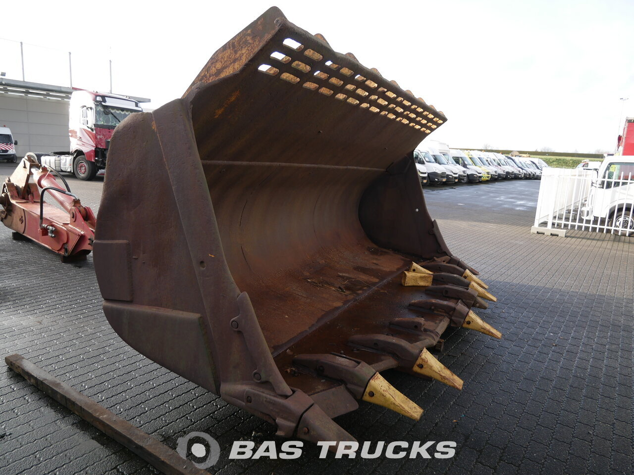photo of Used Machinery attachments Caterpillar 992 bucket Track 2007