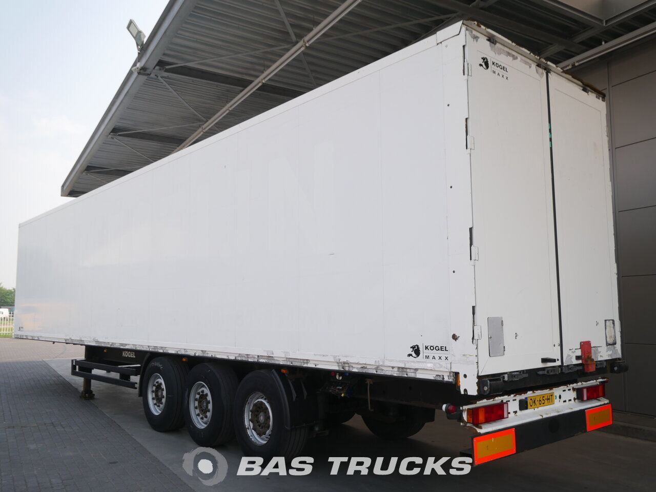 photo of Used Semi-trailer KOGEL Hartholz-Boden Licht Isoliert S24 3 Axels 2008