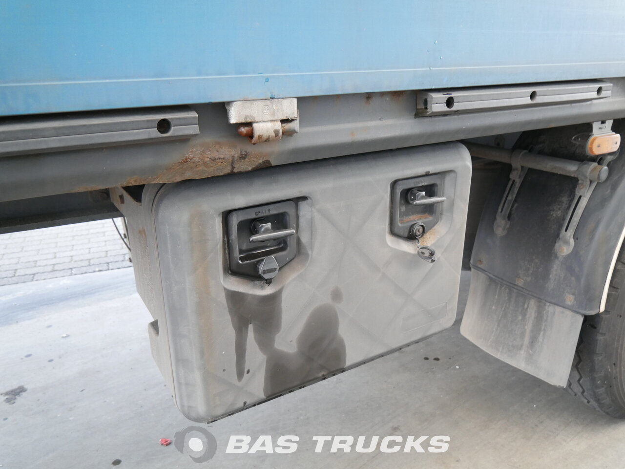 photo of Used Semi-trailer Kassbohrer Axels 2006