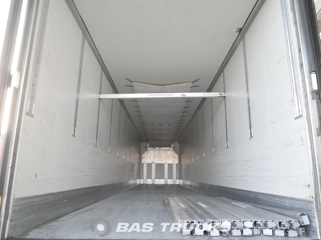 photo of Used Semi-trailer Krone Doppelstock Carrier Vector 1850 5241 Hours SD Axels 2011