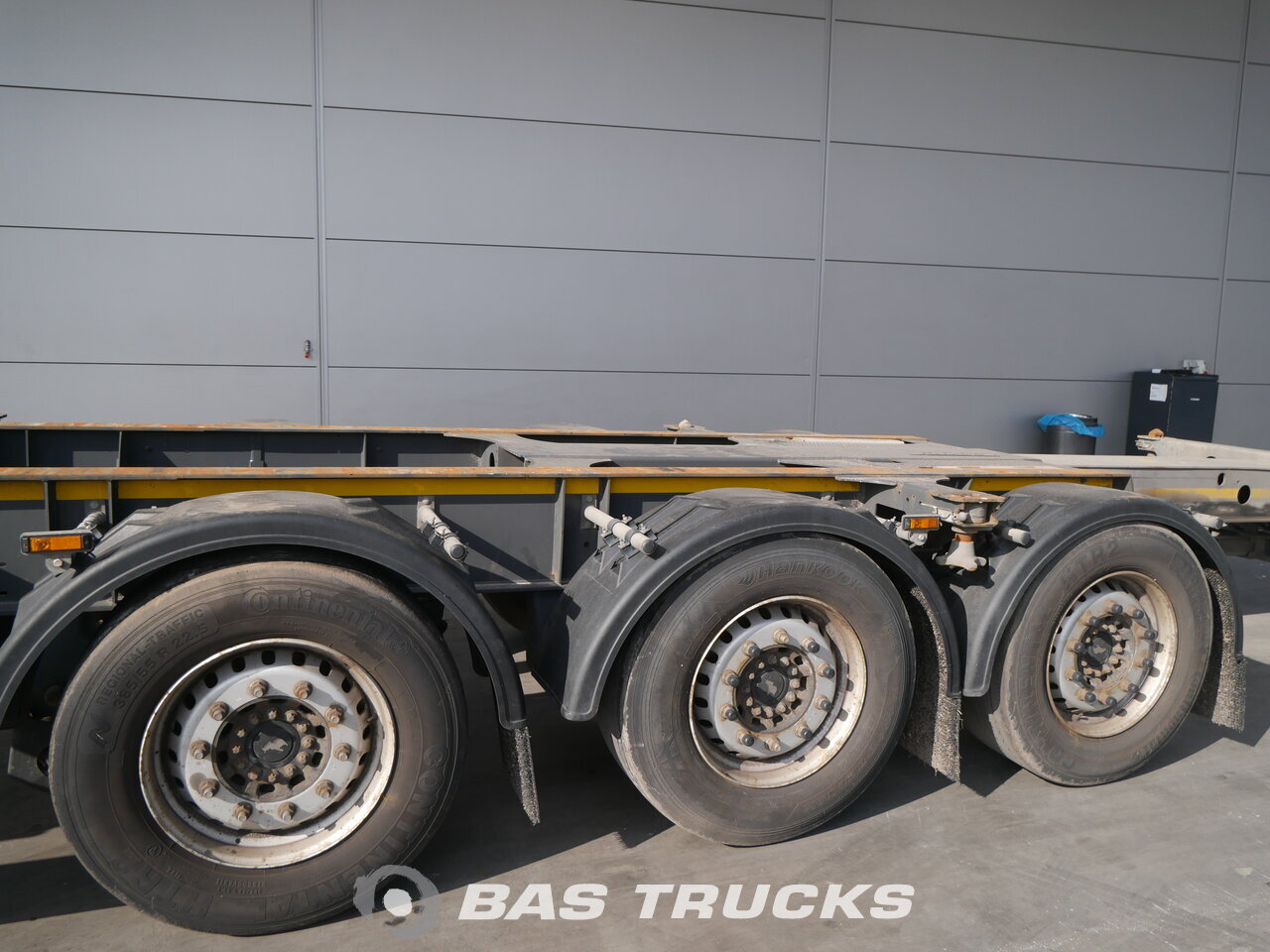 photo of Used Semi-trailer Schmitz 2x Ausziehbar Extending-Multifunctional-Chassis Liftachse SGF*S3 Axels 2014