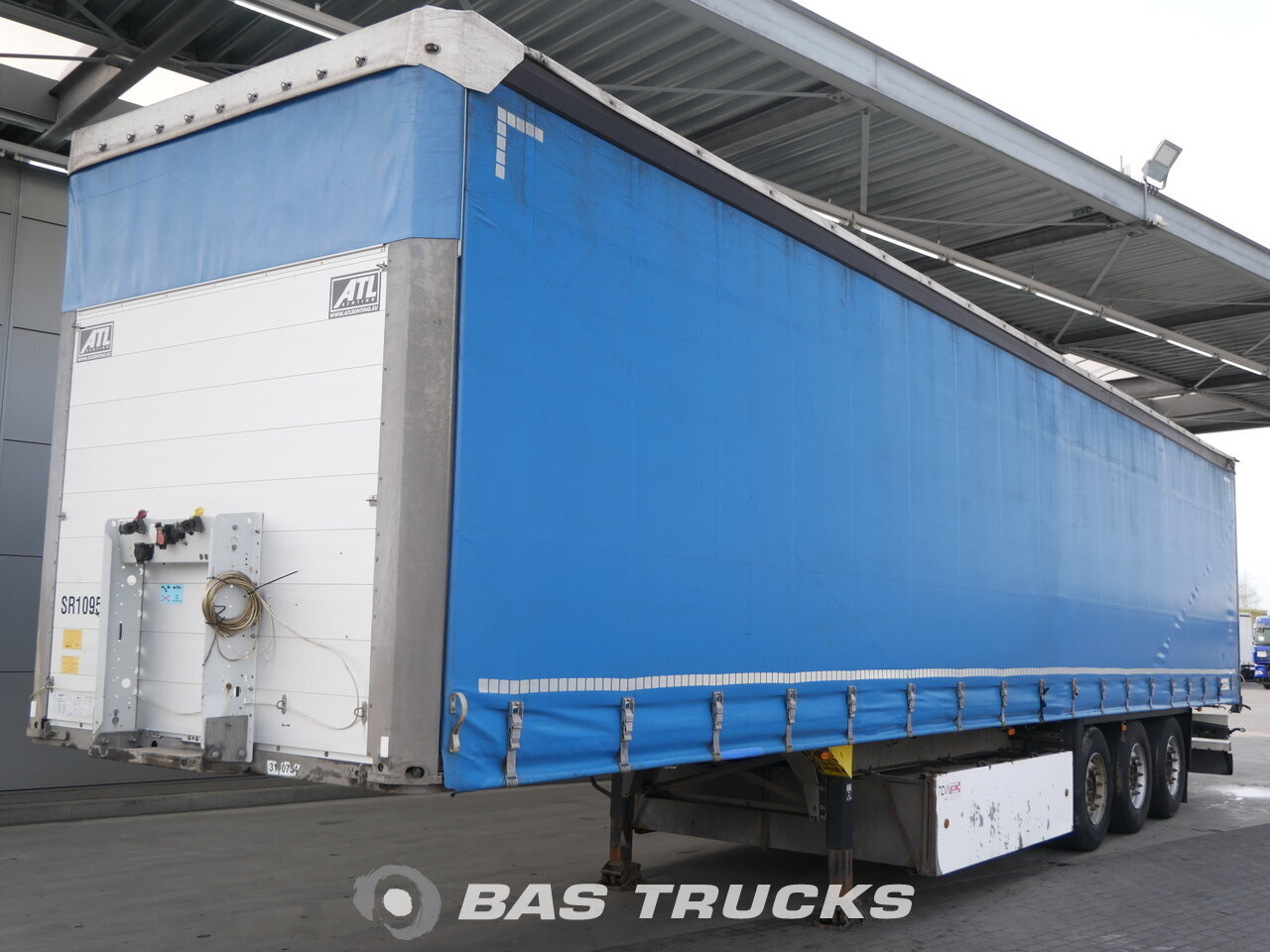 photo of Used Semi-trailer Schmitz Palettenkasten SCB*S3T Axels 2013