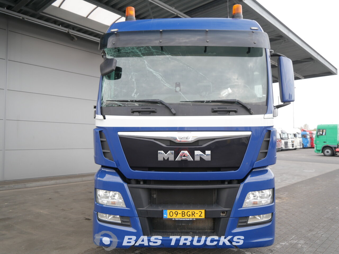 For sale at BAS Trucks: MAN TGX 26 440 XLX Unfall Engine Problem 6X2 12/2015