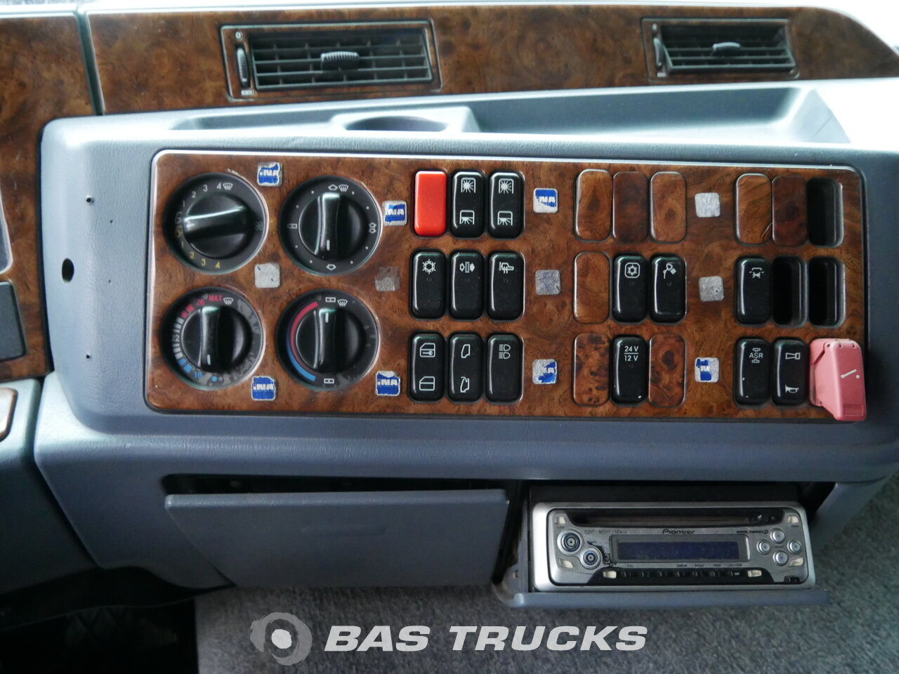 photo of Used Tractorhead Mercedes Actros 1843 LS 4X2 1996