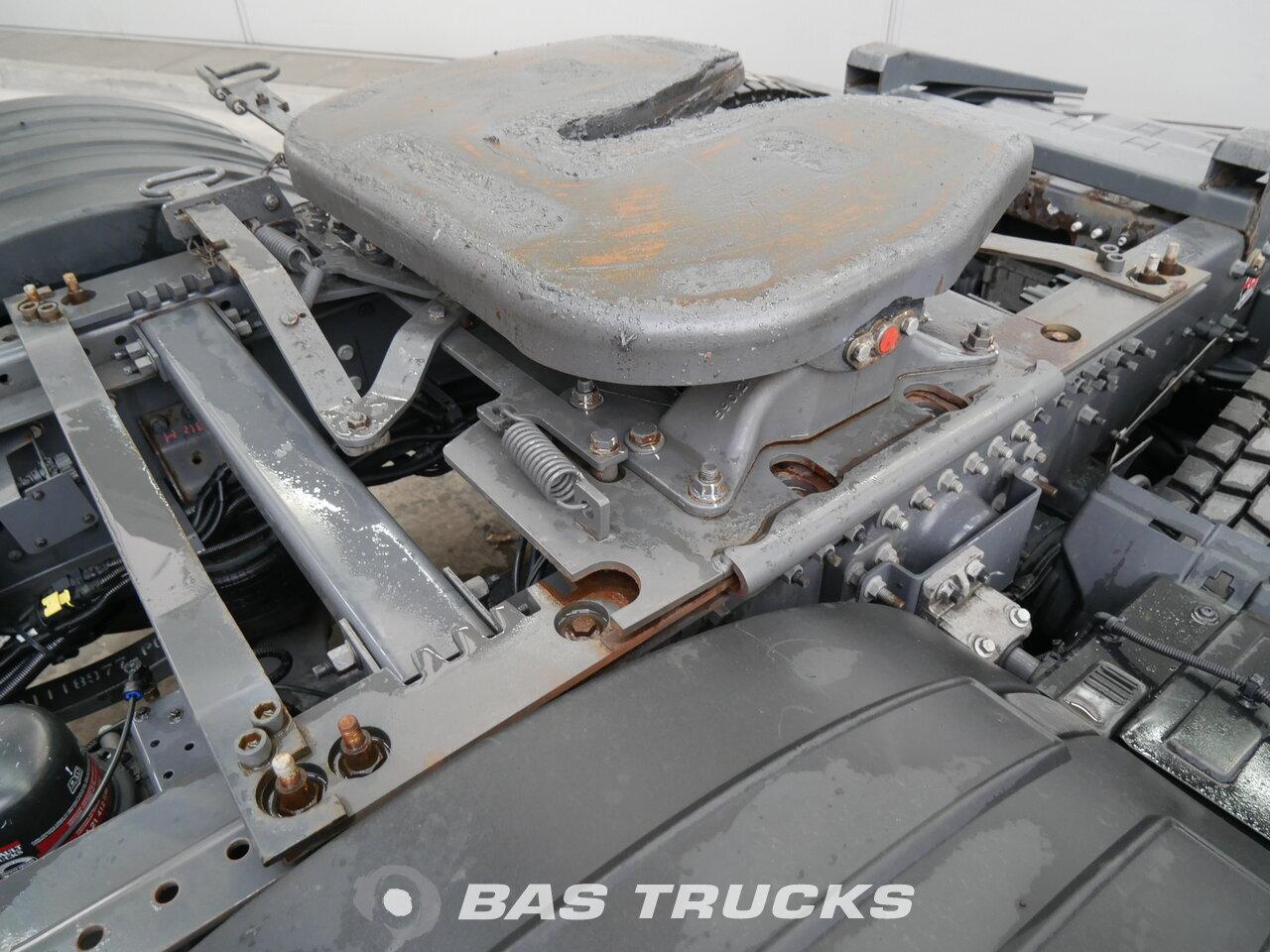 photo of Used Tractorhead Renault T 460 RHD Unfall Fahrbereit 6X2 2015