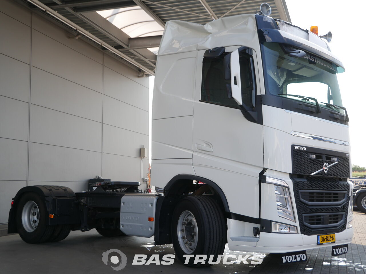 photo of Used Tractorhead Volvo FH 420 Unfall Fahrbereit 4X2 2017