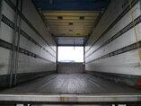 foto di Usato Rimorchio GT/Fruehauf Ladebordwand Hardholdz-Bodem Durchladesystem A2218A assi 2004