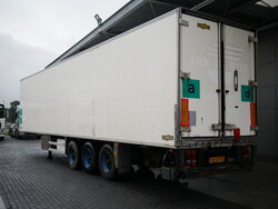 photo of Used Semi-trailer Chereau Liftachse Ladebordwand CD381JA Axels 2005