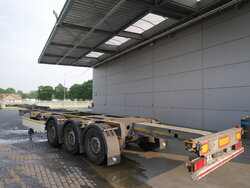 photo of Used Semi-trailer Schmitz 2x Ausziehbar Extending-Multifunctional-Chassis SGF*S3 Axels 2014