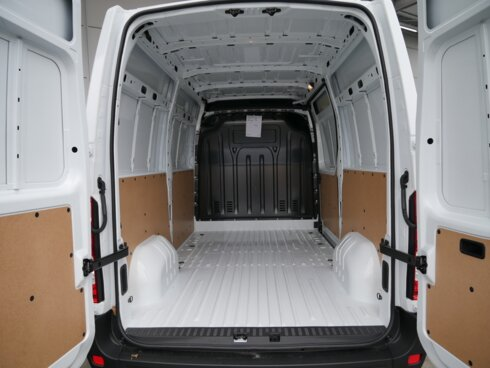 photo of New Light commercial vehicle Renault Master 3.5T 145