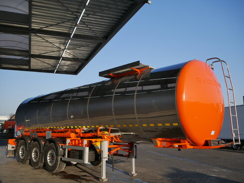 photo of Used Semi-trailer Everlast 30.000 Ltr. / 1 / Liftachse ADR EVL-P-30-03-EU 3 Axels 2017